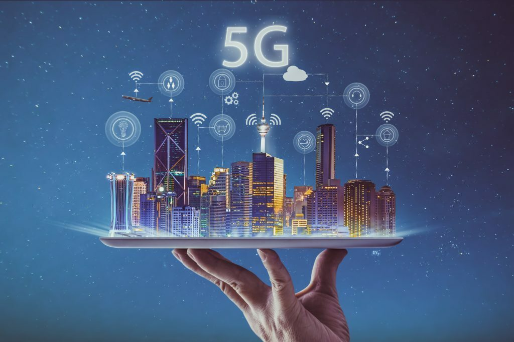 Ville connectée 5G sur main